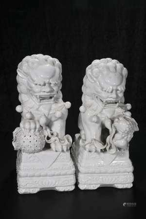 republic Dehua lion pair