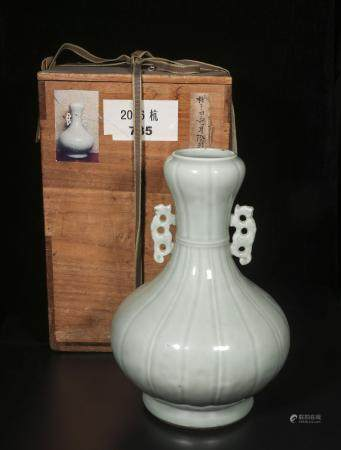 Qing Qianlong bean green two-ear garlic bottle