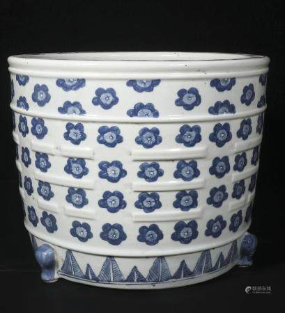 Qing Dynasty blue and white three-legged furnace