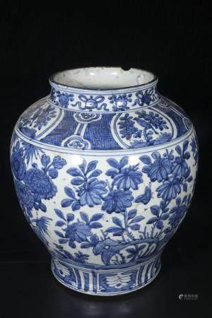 Ming Jiaqing Blue and white flower pattern pot