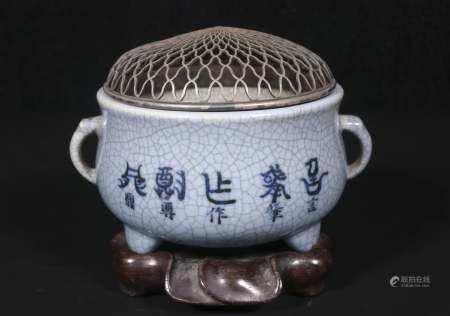 Qing qianlong Three - legged furnace of Ge Kiln