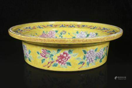 The qing Dynasty yellow ground pastel lotuses fold along the