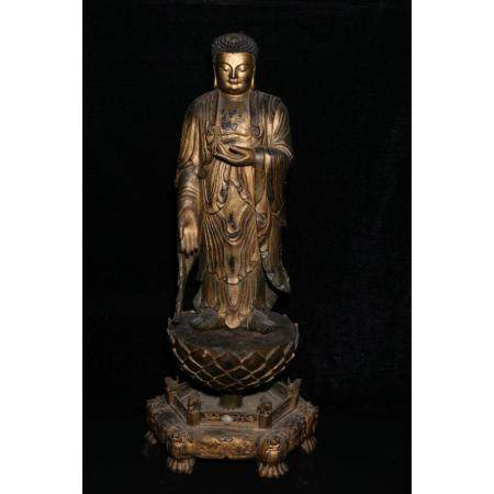Qing dynasty Wood carving and gold decoration of Buddha stat