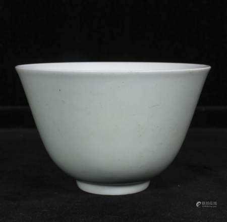 Qing Qianlong white glazed bowl