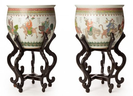 A PAIR OF LARGE FAMILLE VERTE PORCELAIN JARDINIERES, ON STANDS