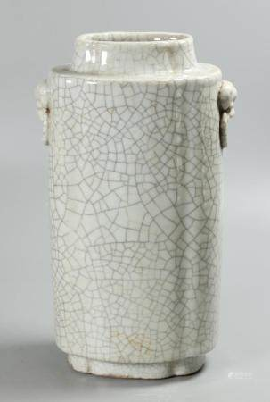 Chinese crackle decorated porcelain vase, possibly 18th/19th c.