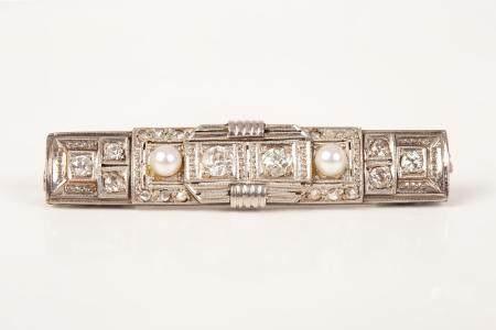 Art-Deco Platinum Pin Set with Diamonds
