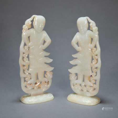 A PAIR OF ANCIENT CHINESE HETIAN JADE FIGURES
