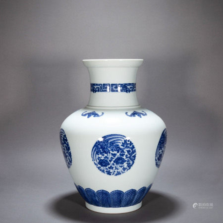 ANCIENT CHINESE BLUE AND WHITE BOTTLLE