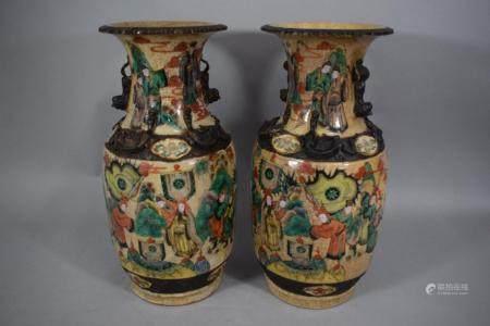 CHINE Nankin, Fin XIXème siècle Paire de vases balustres en faïence émaillée de Nankin à fond c