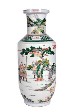 CHINE, XXème siècle Vase de forme rouleau en porcelaine émaillée polychrome dans le style de la