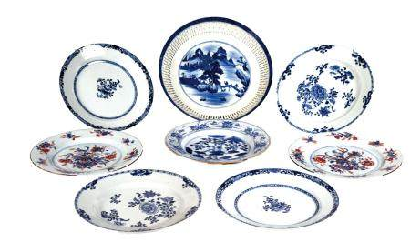 CHINE, Compagnie des Indes, XVIIIe siècle Ensemble de sept assiettes en porcelaine dont cinq en