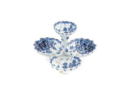 18TH C BOW PORCELAIN SHELL-FORM SWEETMEAT DISH