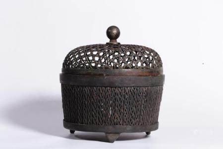 A BRONZE BURNER AND COVER.QING PERIOD