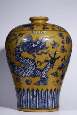 A YELLOW-GROUND BULE AND WHITE 'DRAGON' MEIPING.MING PERIOD
