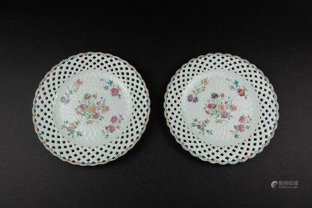 清18世紀 粉彩花卉鏤空盤一對