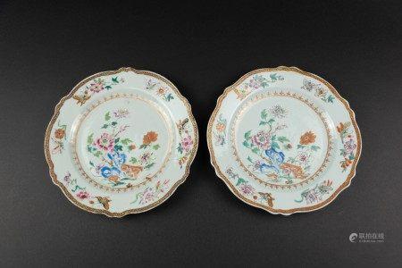 清18世紀 粉彩花卉紋花口盤一對