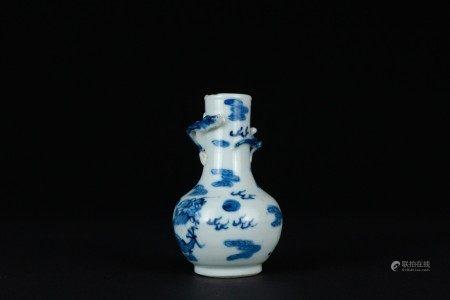 清 青花浮雕蟠龍賞瓶