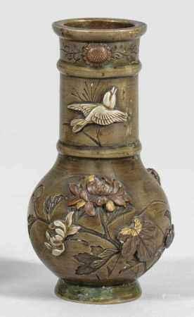 Miniatur-Vase mit Chrysanthemendekor