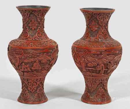 Paar chinesische Rotlack-Vasen