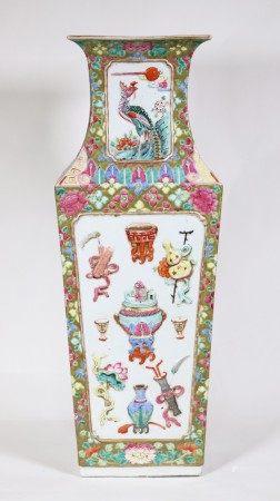 "Large Chinese 19 C Porcelain ""Antiques"" Vase"
