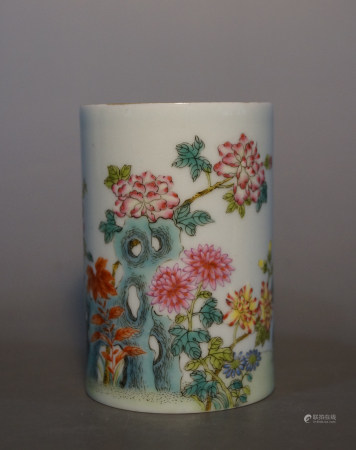 Chinese Qing Dynasty Qianlong Period Famille Rose Brush Pot With Flower Pattern