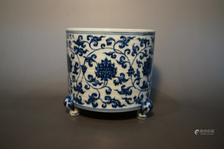Chinese Ming Dynasty Mark Of Xuande Blue And White Tripod Furnace