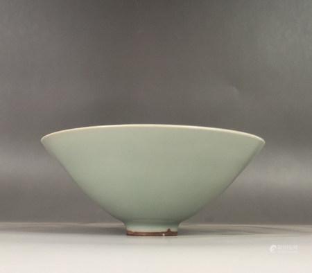 Chinese Longquan Kiln Porcelain Vessel
