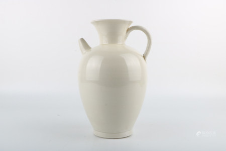 Chinese Xing Kiln Porcelain Bottle