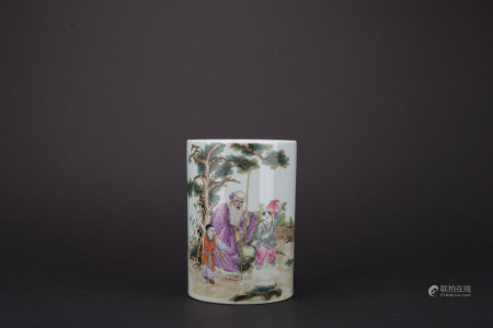 Qing dynasty famille rose pen container with figure pattern