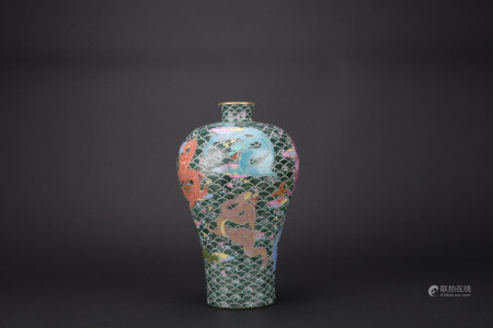 Qing dynasty multicolored bottle with dragon pattern