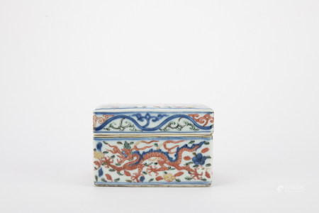 Ming dynasty blue and white allite red box with dragon pattern