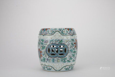 Qing dynasty multicolored jar with flowers pattern