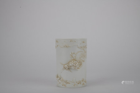 Qing dynasty white glaze pen container with dragon pattern