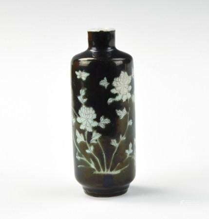 Chinese Black &White Flower Porcelain Snuff Bottle