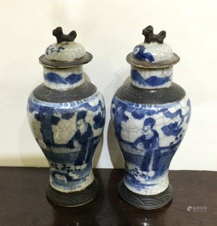 A pair of blue and white Chinese crackleware vases