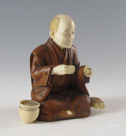 Sitzender Mann mit Salbgefäß.