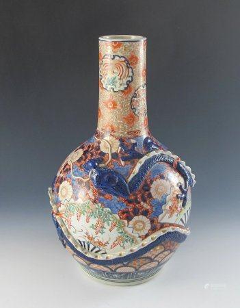 Große Imari-Vase.