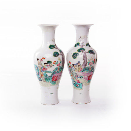 A pair of Guanyin bottles decorated with famille rose figures and flowers in the middle of Qing Dynasty