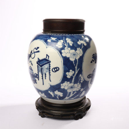 Blue and white vase with windows and flower patterns in the middle of Qing Dynasty