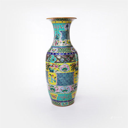 Large bottles of pastel flowers and landscape patterns in the middle of Qing Dynasty