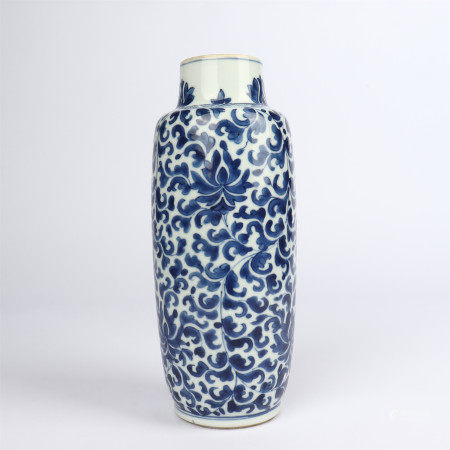 Blue and white lotus flower decoration bottle
