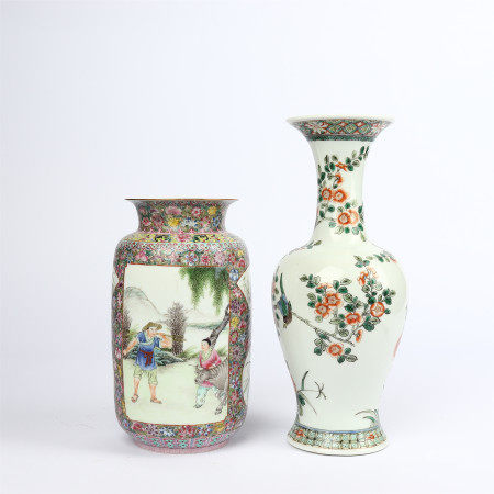 A pair of famille rose vase with flower and bird patterns