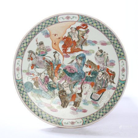 The pattern plate of famille rose figures and flowers in the middle of Qing Dynasty