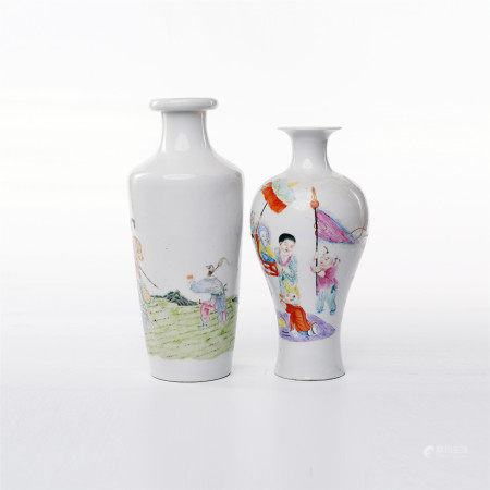 A pair of famille rose figure flower decorative bottles in Qianlong period of Qing Dynasty