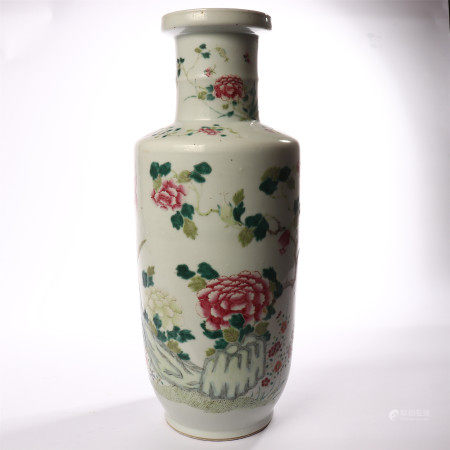 Pastel vase decorated with flowers and flowers in the middle of Qing Dynasty