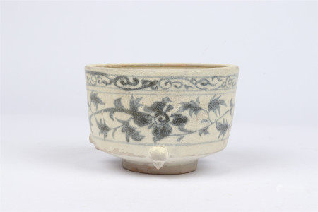 Blue and white flower decorative furnace in Yuan Dynasty