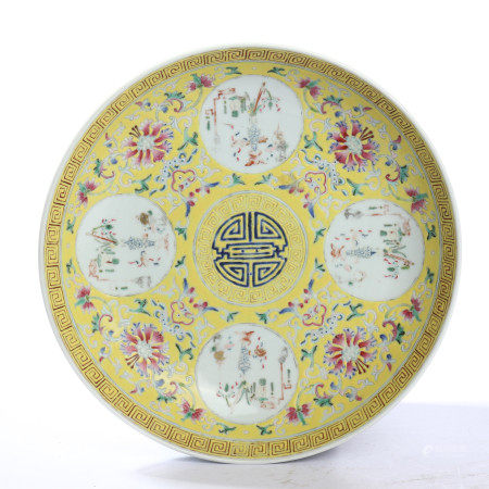 The flower pattern plate with yellow background of the Qing Dynasty