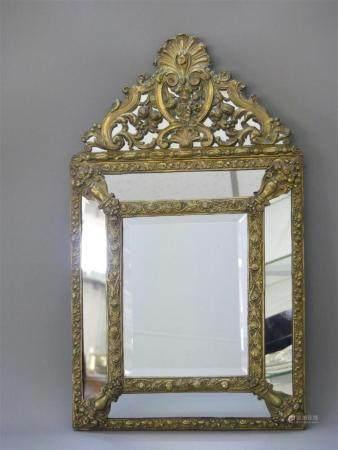 Miroir à parcloses de style Louis XIII. 64 x 38 cm.