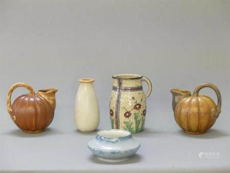 Louis LOURIOUX ensemble de cinq pièces comprenant: un vase ( H.17 cm) et trois pichets ( (H.19,